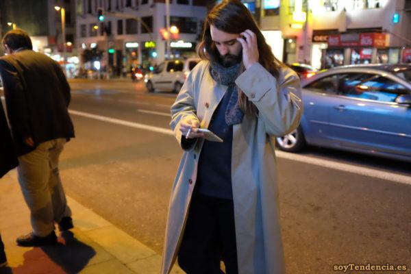gabardina clara trabillas puños bufanda corta soyTendencia Madrid street style